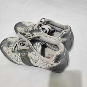 5 for $25| Ellesse Signature Sneaker.Size 5.5